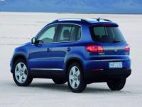 volkswagen-tiguan-2012-blue2